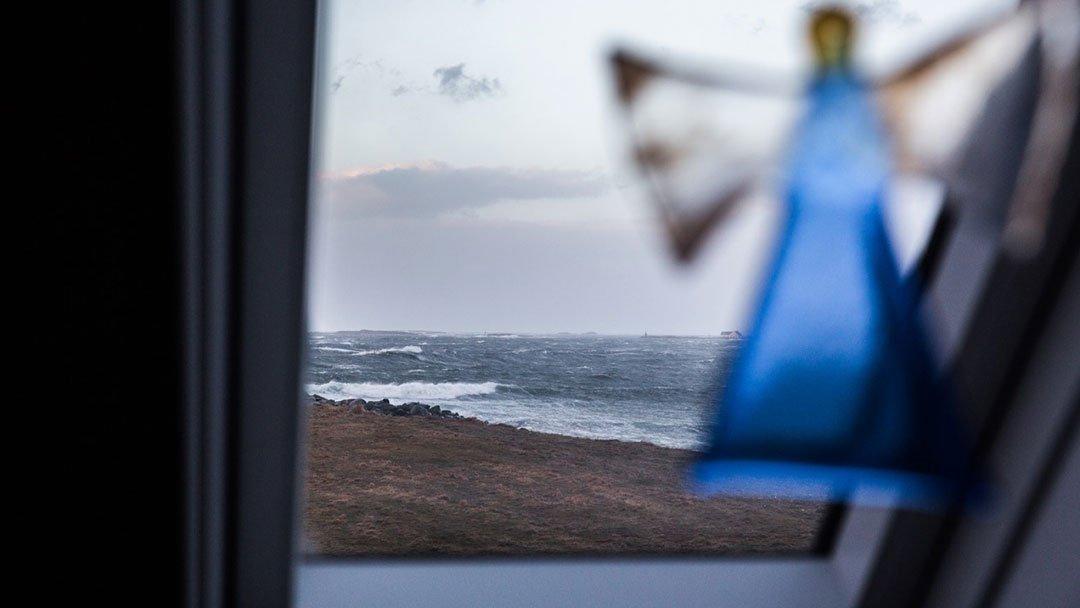 Utsikt mot storhavet i vest fra enebolig på Ferkingstad, Karmøy