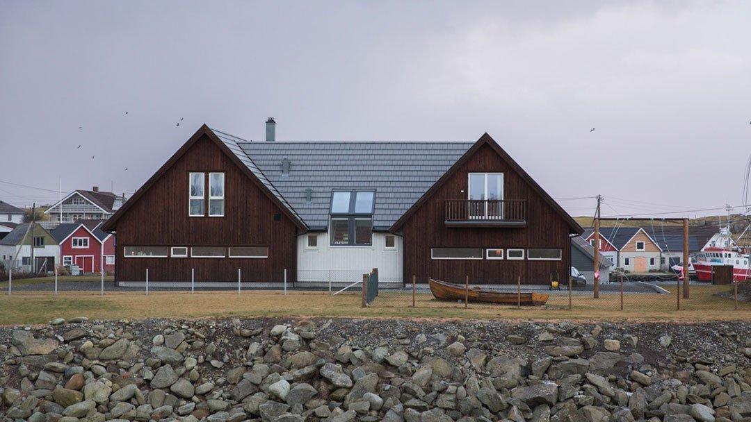 Enebolig langs sjøkanten på Ferkingstad, Karmøy