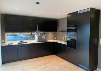 Lekkert sort kjøkken